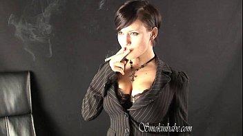 Maya Papaya - Smoking Fetish at Dragginladies