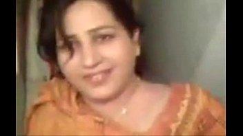 Punjabi women giving blowjob - XVIDEOS.COM
