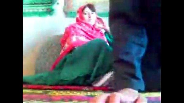 زنک شوهر دار افغان ولی شوهر او در خارج سرگردان و خود او مشغول کوس دادن به مرد اجنبی است