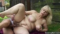 2095493 he bangs blonde granny in the changing room