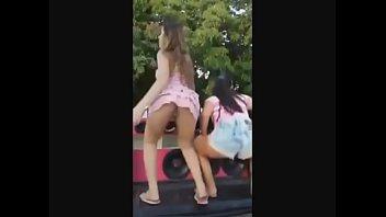 Novinha Safada Dançando Funk Sem Calcinha Na Rua