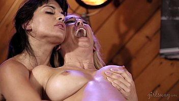 Cherie DeVille and Mercedes Carrera Amazing Orgasms