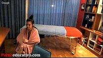 Fase inicial para dar un masaje erótico a una mujer