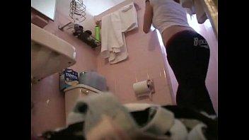 en la ducha bañandose