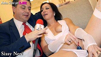Sissy Neri si masturba con un lollipop per Andrea Diprè