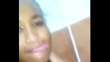 Negra Peituda No Banho