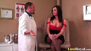 Gynecologist pleasures a lovely babe Vannah Sterling