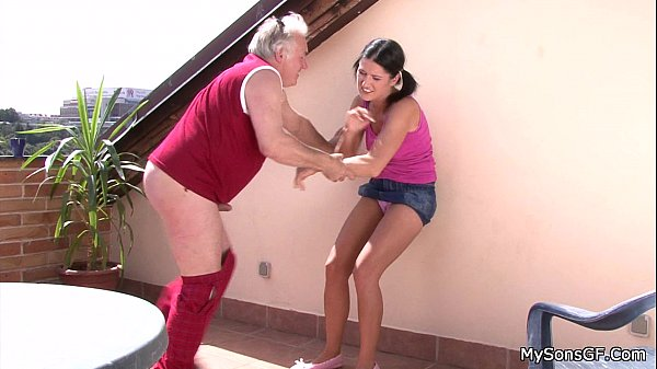 Older man fucking y. woman from behind