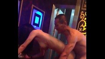在KTV沙發壹邊唱歌壹邊幹美女爽-國産-中文【喜歡更多玩色的來約 徽信號bsb775】 - Sexy Adult Porn Video
