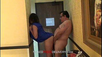 Pizza delivery guy fucked with housewife www.pornosafado.net