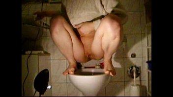 jena in toilet