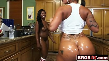 Ass Parade - Double the hot huge asses - Spicy J, Nina Rotti