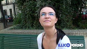 Délaissée par son mari, Sidonie se lâche devant la caméra ! French Illico