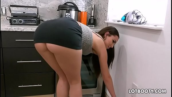 Gorgeous brunette big ass babe Aidra Fox fucks handy man
