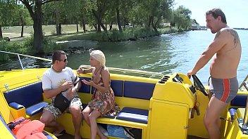Vom besten Freund die Frau gefickt auf einem Boot