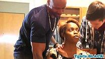 Ebony tgirl gets spitroasted in threesome