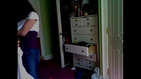 Espiada durante una semana mientras se cambia en su cuarto