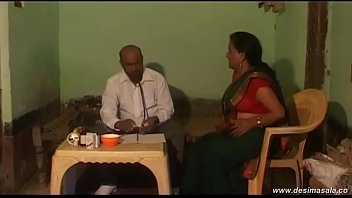 desimasala.co -Tharki doctor cheating romance with patient aunty