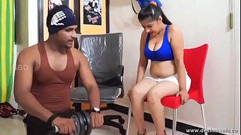 desimasala.co - Tharki gym trainer romance with booby aunty