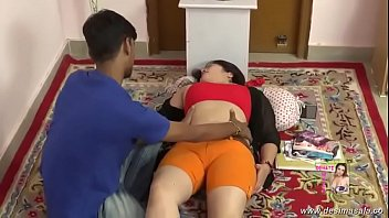 desimasala.co - Young boy giving massage to neighbour aunty