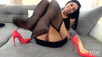 The Sensual Kira Queen gives a perfect Footjob in Stockings