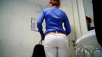 beauty wc peeping
