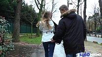 Cette jeune lycéenne a une heure de sperme entre deux cours [Full Video]