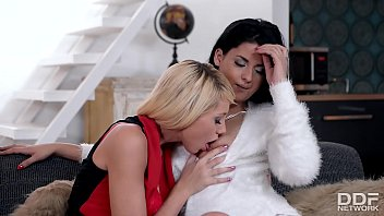 Super HOT Luxury Lesbians Fingerbang to Explosive Orgasms