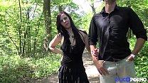 Angela prise en double dans les bois, devant les voyeurs [Full Video]