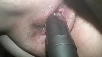 multiorgasmos squirting usando un consolador jugosa