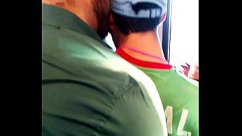 Nalgon y albañil en el metro