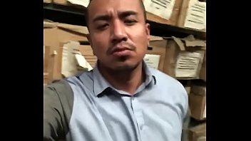 Chacalon vergón en el trabajo