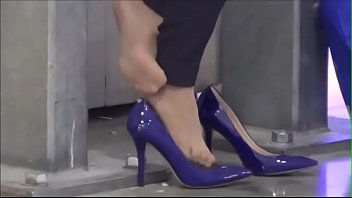 Cams4free.net - Business Woman Tired Feet Nylon Shoeplay