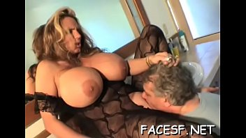 Favourable dude gets some steaming hot facesitting action