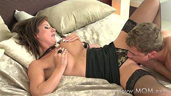 MOM Eating that juicy MILF pussy