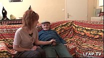 Petite rousse francaise sodomisee pendant qu elle suce papy voyeur