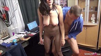 BERLINER PAAR mit Haenge Titten DREHT EIGENEN ECHTEN AMATEUR PORNO - German Big Tits