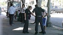 Las Tetas de una Chica Policia