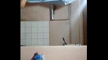 Camara oculta Mientras se baña