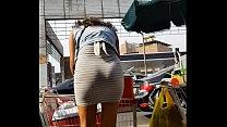 sexy morena en falda 1