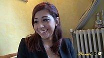 Selina veut découvrir le monde du X à seulement 19 ans