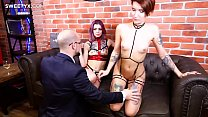 Sex coach Jean-Marie Corda fucks a tattoed girl with a buttplug and sweet shaved pussy