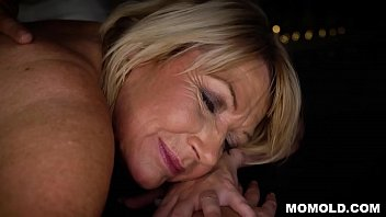Attractive MILF Amy Getting a Sernsual Massage and a Dick 6 min