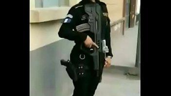 Policial mulher tem seus nudes vazados