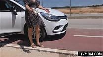 milf pissing roadside