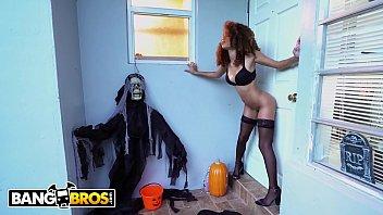 BANGBROS - Naughty Cecilia Lion Demands A Treat & Count Jmac Delivers