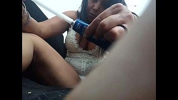 Sarah Rosa Aplicando Pomadinha na Pepeca Linda