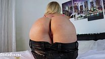 Young girl with black leather pants need a creampie