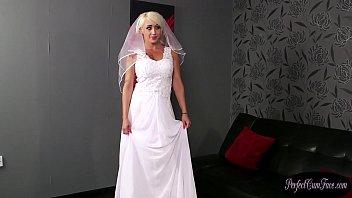 Bigtits UK bride rewarded with big facial 6 min
