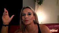 Elza, jolie blonde aux gros seins, se fait défoncer par deux mecs